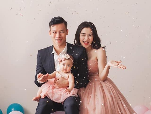 Hình ảnh Quế Ngọc Hải bên vợ và con