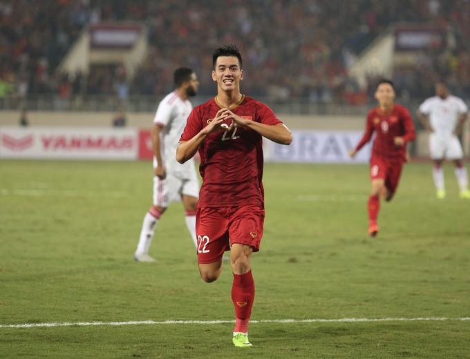Tiền Đạo Nguyễn Tiến Linh mừng bàn thắng